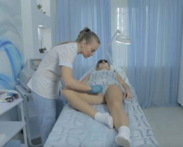 Процесс лазерной эпиляции зон лобка, бикини, ягодиц и других интимных частей тела