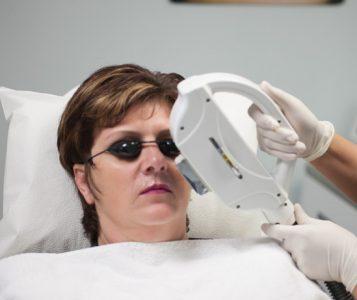 Риск получить ожоги и ухудшения зрения после фотоэпиляции