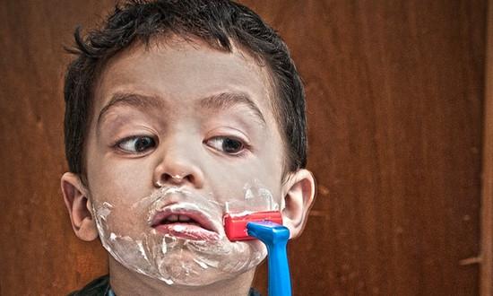 Во сколько лет можно брить усы мальчикам: особенности долгожданного первого бритья